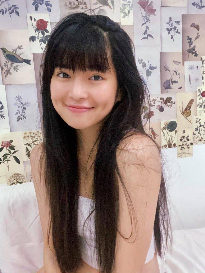 Khánh Vân (Sao Nhập Ngũ) chúc mừng Khánh Vân (Hoa hậu) rồi tranh thủ... cầm đèn chạy trước ô tô - ảnh 2