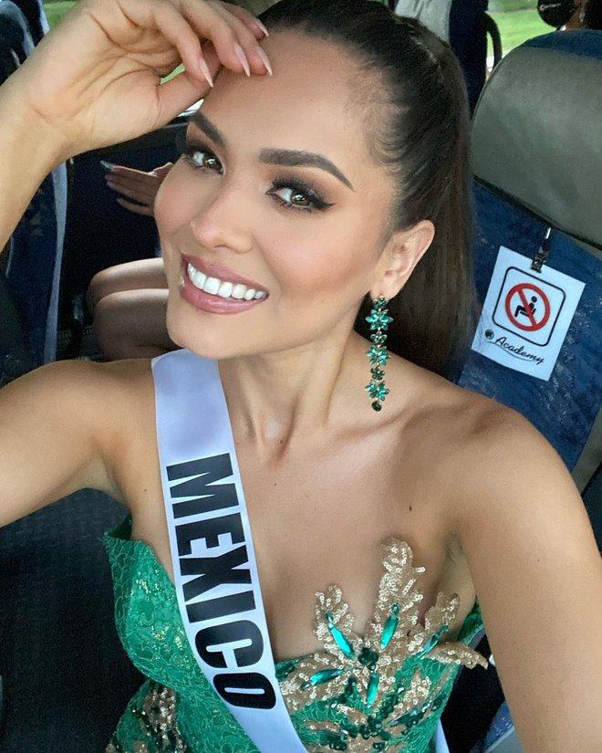Style đời thường của tân Hoa hậu Hoàn vũ Mexico: Chuẩn bánh bèo chúa khi diện toàn váy áo hoa lá hẹ - ảnh 1