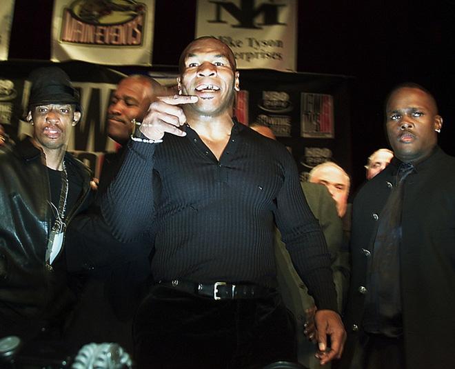 Câu chuyện đằng sau giây phút Mike Tyson bỗng hóa điên, cắn tím đùi nhà vô địch thế giới - ảnh 4