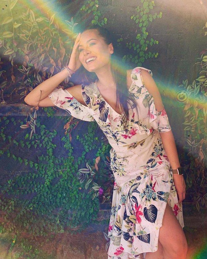 Style đời thường của tân Hoa hậu Hoàn vũ Mexico: Chuẩn bánh bèo chúa khi diện toàn váy áo hoa lá hẹ - ảnh 7