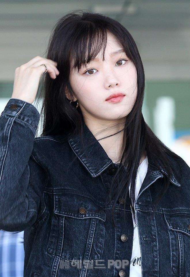 Ngắm Lee Sung Kyung cân trọn mọi kiểu tóc và màu nhuộm, chị em cũng tia được cho mình vài kiểu đi chơi hè đấy - ảnh 14