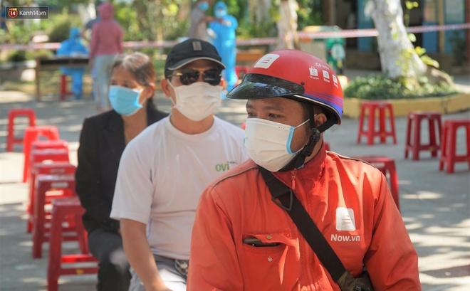 Quán xá đìu hiu, tài xế, shipper ở Đà Nẵng buồn bã vì thất nghiệp: Mong dịch sớm được kiểm soát để tôi còn đi làm nuôi vợ con - ảnh 1