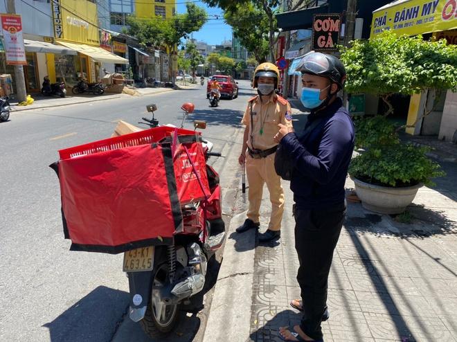 Quán xá đìu hiu, tài xế, shipper ở Đà Nẵng buồn bã vì thất nghiệp: Mong dịch sớm được kiểm soát để tôi còn đi làm nuôi vợ con - ảnh 4