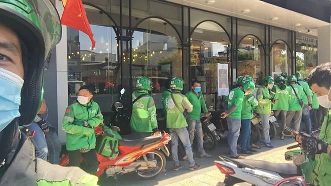 Quán xá đìu hiu, tài xế, shipper ở Đà Nẵng buồn bã vì thất nghiệp: Mong dịch sớm được kiểm soát để tôi còn đi làm nuôi vợ con - ảnh 15