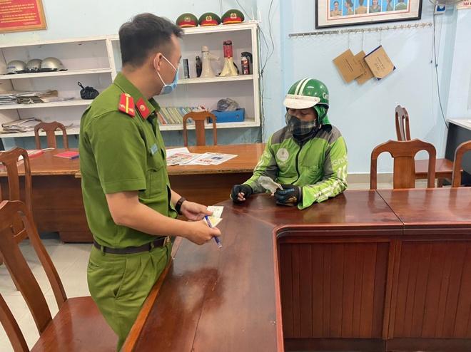 Quán xá đìu hiu, tài xế, shipper ở Đà Nẵng buồn bã vì thất nghiệp: Mong dịch sớm được kiểm soát để tôi còn đi làm nuôi vợ con - ảnh 5