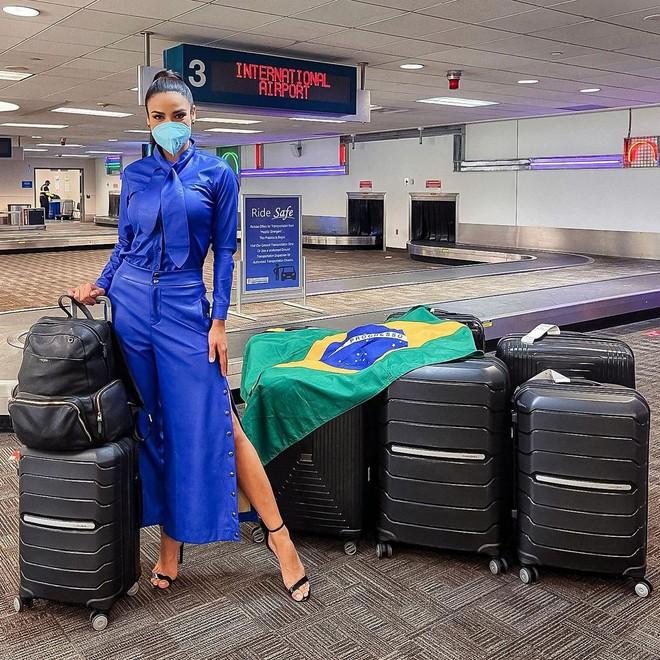 Á hậu 1 Miss Universe 2020 từng diện quốc phục gây đau mắt, hành trang chinh chiến chỉ hơn 10 bộ đồ - ảnh 2
