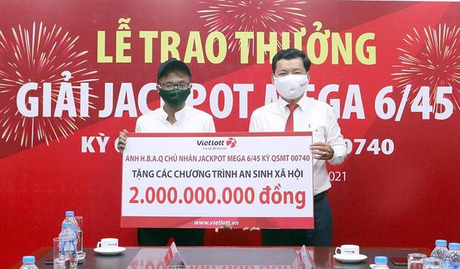 Bỏ mặt nạ, nam thanh niên ở Cần Thơ đeo khẩu trang phòng dịch nhận giải Jackpot 70 tỷ đồng - ảnh 1