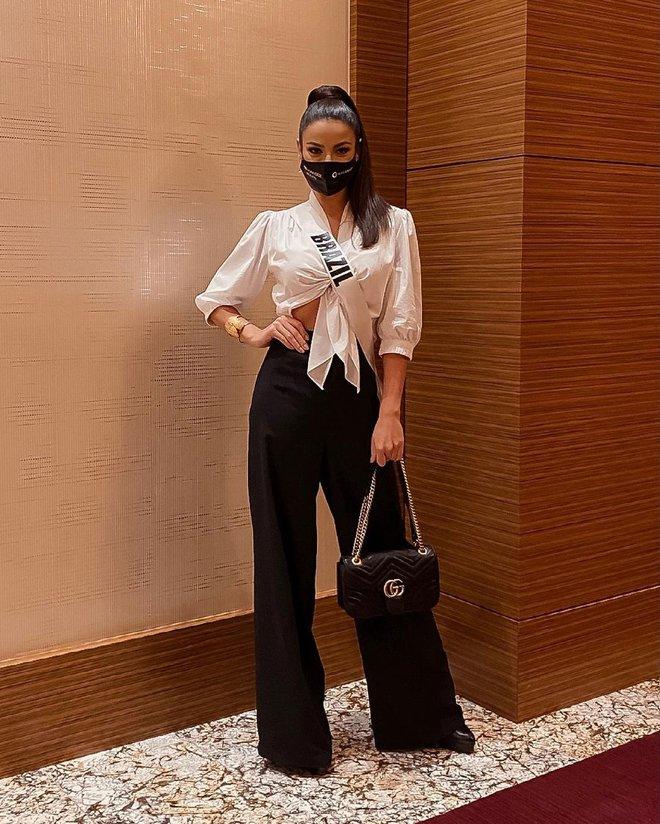 Á hậu 1 Miss Universe 2020 từng diện quốc phục gây đau mắt, hành trang chinh chiến chỉ hơn 10 bộ đồ - ảnh 3