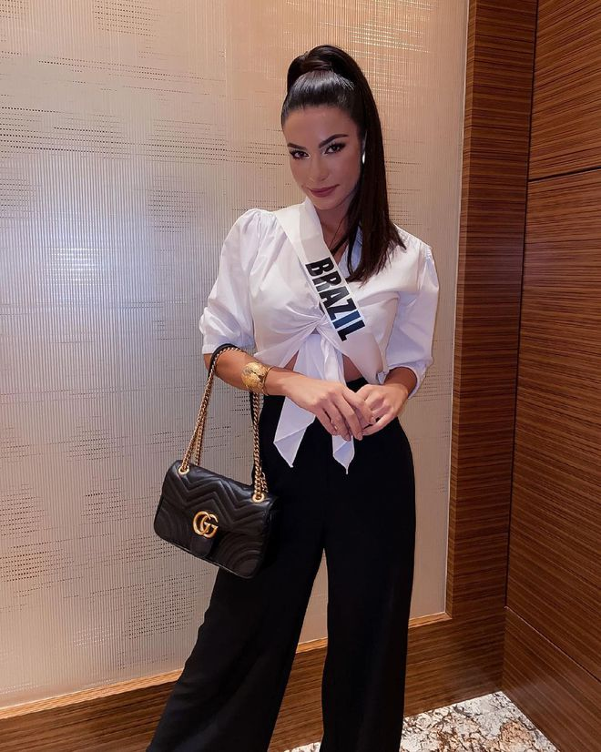 Á hậu 1 Miss Universe 2020 từng diện quốc phục gây đau mắt, hành trang chinh chiến chỉ hơn 10 bộ đồ - ảnh 4