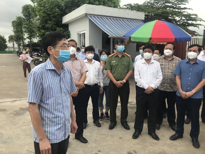 Bộ trưởng Bộ Y tế kiểm tra điểm nóng COVID-19 tại khu công nghiệp Quang Châu - Bắc Giang - ảnh 4