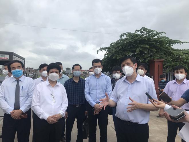 Bộ trưởng Bộ Y tế kiểm tra điểm nóng COVID-19 tại khu công nghiệp Quang Châu - Bắc Giang - ảnh 5