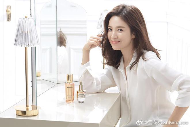 Song Hye Kyo mê diện sơ mi kiểu hờ hững lả lơi: Lên hình thì đẹp nhưng ở ngoài đời có như mơ? - ảnh 6
