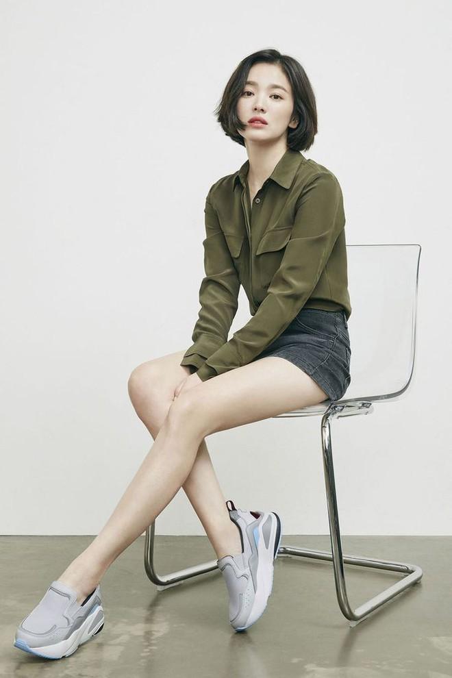 Song Hye Kyo mê diện sơ mi kiểu hờ hững lả lơi: Lên hình thì đẹp nhưng ở ngoài đời có như mơ? - ảnh 7