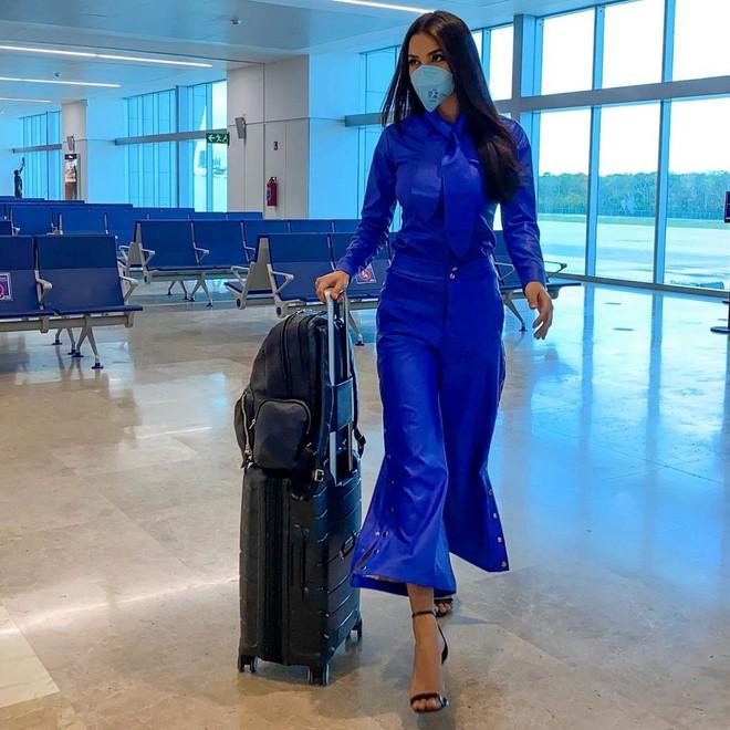 Á hậu 1 Miss Universe 2020 từng diện quốc phục gây đau mắt, hành trang chinh chiến chỉ hơn 10 bộ đồ - ảnh 1