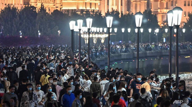 Vạn Lý Trường Thành và thực tế không như mơ: Kỳ quan vĩ đại của Trung Quốc kín đặc hàng chục ngàn người dịp lễ Quốc tế Lao động - Ảnh 3.