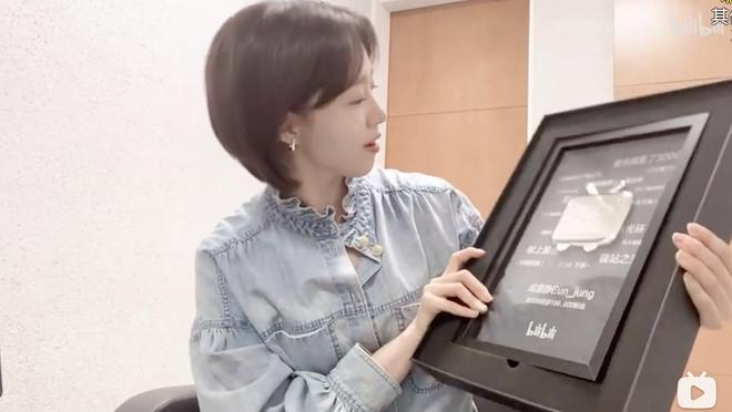Eun Jung (T-ara) trở thành nghệ sĩ Kpop đầu tiên giành được nút bạc YouTube Trung Quốc - ảnh 4