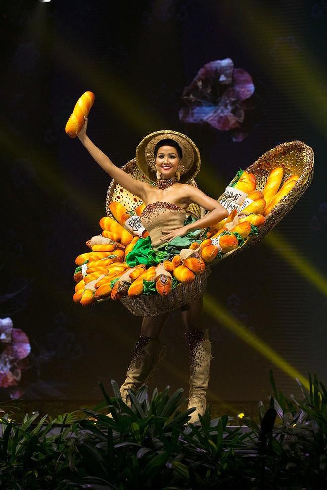 Thi 3 năm rồi, HHen Niê vẫn lọt BXH quốc phục gây bất ngờ nhất lịch sử Miss Universe, Khánh Vân - Hoàng Thuỳ cũng được nhắc tới - Ảnh 3.