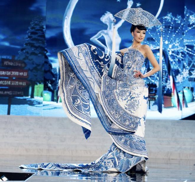Thi 3 năm rồi, HHen Niê vẫn lọt BXH quốc phục gây bất ngờ nhất lịch sử Miss Universe, Khánh Vân - Hoàng Thuỳ cũng được nhắc tới - Ảnh 13.