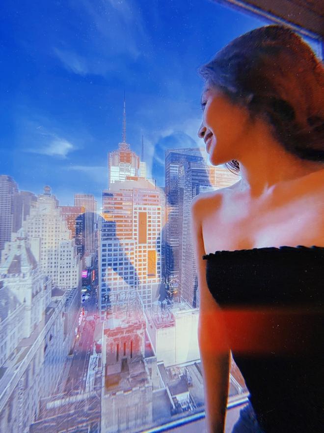 """Khánh Vân tung bộ ảnh """"sống ảo"""" xinh muốn xỉu ở đất Mỹ: Hết chặt chém sexy đến khoe mặt mộc, bảo sao lọt top Miss Universe! - Ảnh 7."""