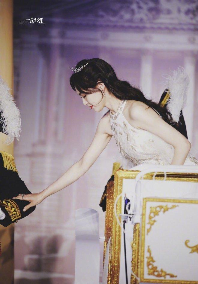 Top 1 Weibo: Ảnh không PTS của 1 mỹ nhân Cbiz khiến cả Cbiz bùng nổ, mẹ 1 con mà visual phơi phới như gái đôi mươi - Ảnh 7.