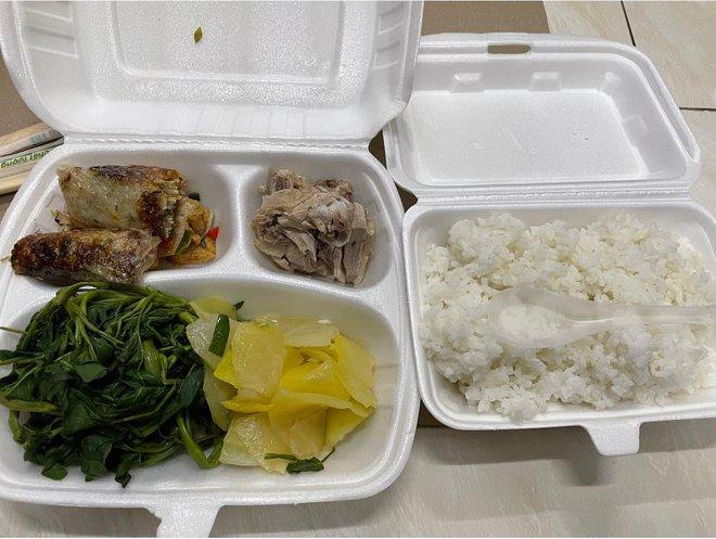 """Du học sinh bị chỉ trích vì chê đồ ăn ở khu cách ly """"không nuốt nổi"""" - Ảnh 2."""