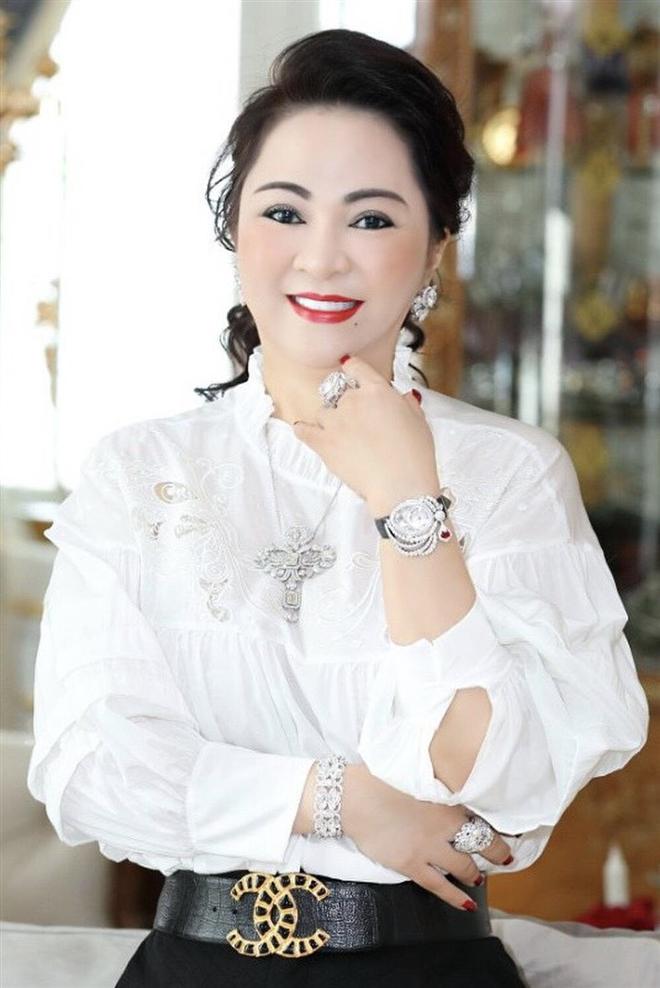 """Đây là nghệ sĩ Việt mới bị đại gia Phương Hằng khiêu chiến và còn tuyên bố """"chơi tất tay"""" trên livestream - Ảnh 3."""
