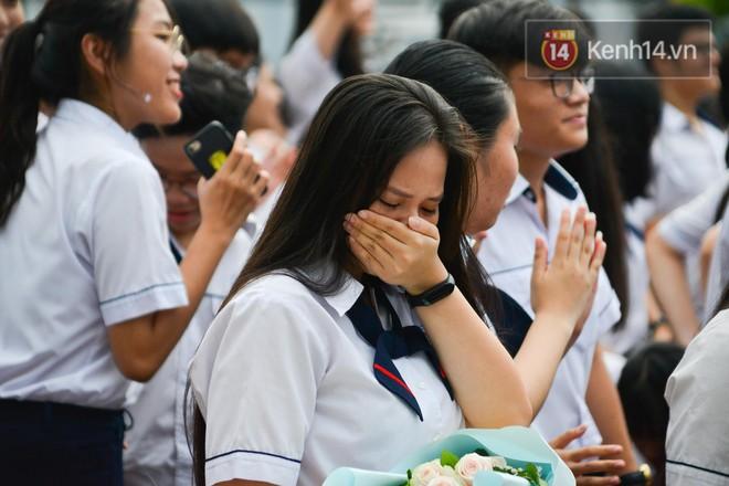 KHẨN: TP.HCM quyết định cho học sinh cuối cấp dừng đến trường từ 28/5 - Ảnh 1.