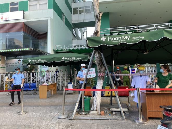 Lịch trình dày đặc của nam nhân viên spa dương tính với SARS-CoV-2 ở Đà Nẵng: Đến bến xe, bar, karaoke, siêu thị, cafe - Ảnh 1.