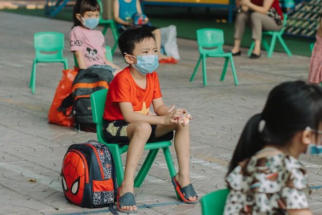 """Cô giáo mầm non ở Bắc Giang tình nguyện đi cách ly cùng học sinh: Nửa đêm tỉnh giấc, các con ôm cô sụt sùi """"Cô ơi, mẹ của con đâu?"""" - Ảnh 2."""