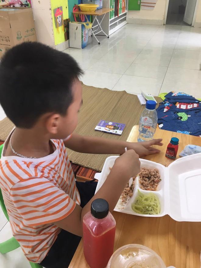 """Cô giáo mầm non ở Bắc Giang tình nguyện đi cách ly cùng học sinh: Nửa đêm tỉnh giấc, các con ôm cô sụt sùi """"Cô ơi, mẹ của con đâu?"""" - Ảnh 4."""