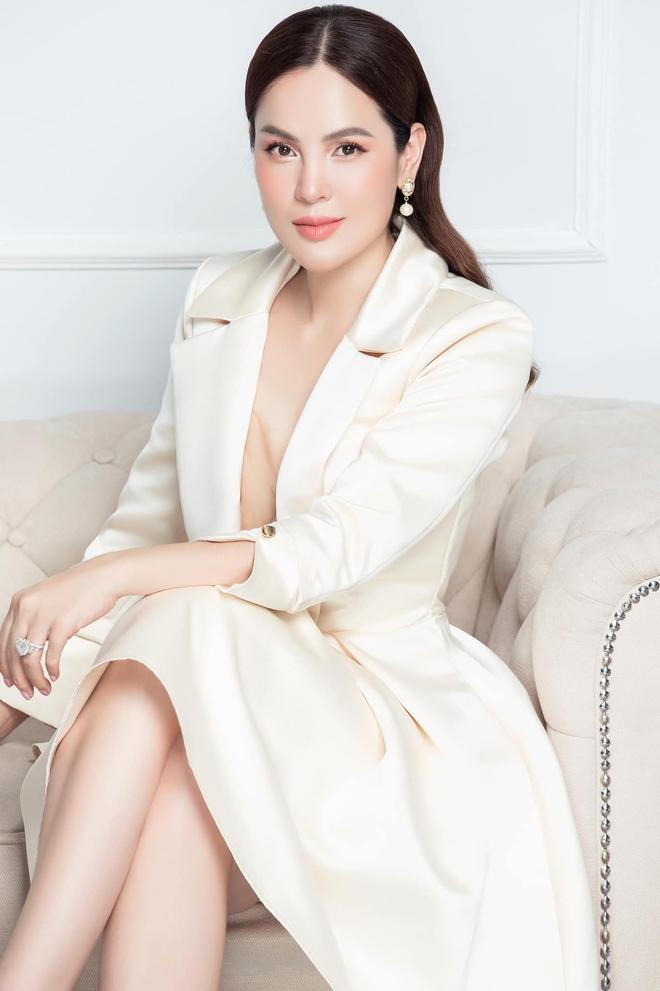 """Hoa hậu Phương Lê """"đá xéo"""" nữ đại gia thuê Thái Công thiết kế biệt thự 200 tỷ"""