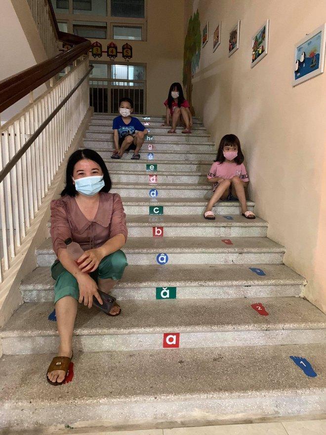 """Cô giáo mầm non ở Bắc Giang tình nguyện đi cách ly cùng học sinh: Nửa đêm tỉnh giấc, các con ôm cô sụt sùi """"Cô ơi, mẹ của con đâu?"""" - Ảnh 6."""