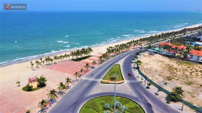Ảnh: Bãi biển, khu vui chơi ở Đà Nẵng vắng bóng người trong ngày đầu siết chặt các biện pháp phòng, chống Covid-19 - ảnh 1