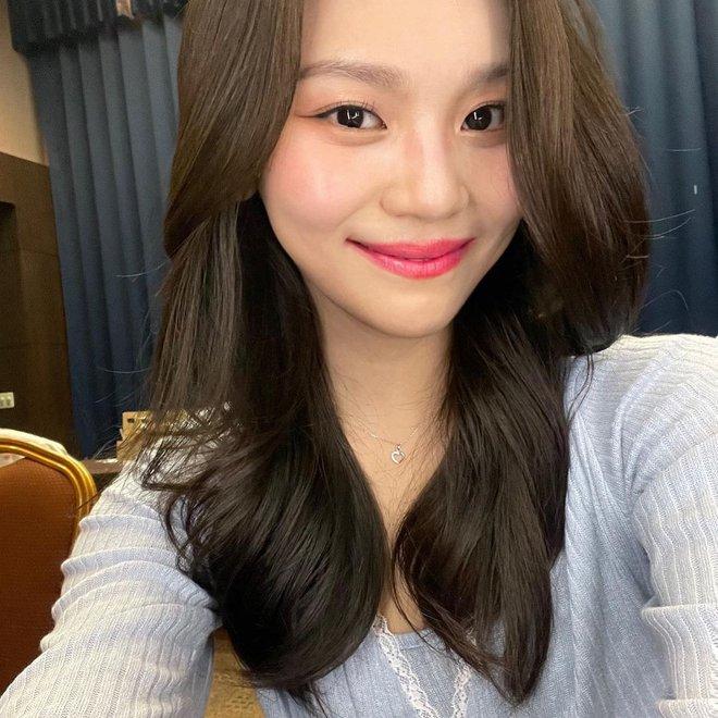 Nữ idol từng bị chê xấu nhất lịch sử Kpop nay đã thăng hạng visual ngoạn mục chỉ nhờ... đổi dáng lông mày - ảnh 8