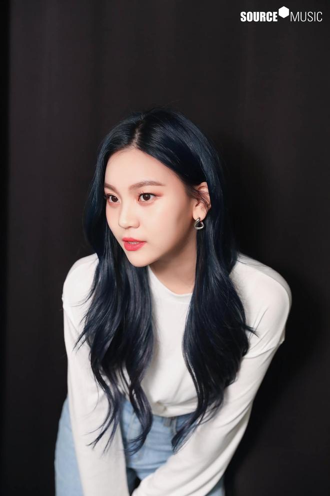 Nữ idol từng bị chê xấu nhất lịch sử Kpop nay đã thăng hạng visual ngoạn mục chỉ nhờ... đổi dáng lông mày - ảnh 12