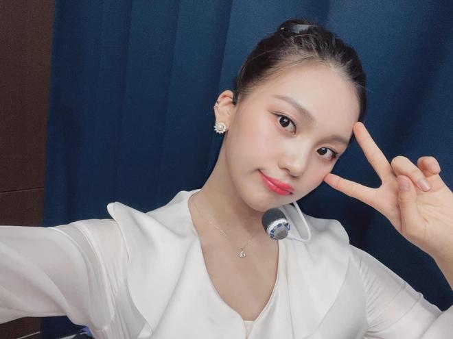 Nữ idol từng bị chê xấu nhất lịch sử Kpop nay đã thăng hạng visual ngoạn mục chỉ nhờ... đổi dáng lông mày - ảnh 9