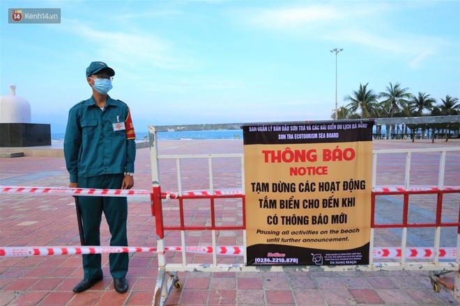 Ảnh: Bãi biển, khu vui chơi ở Đà Nẵng vắng bóng người trong ngày đầu siết chặt các biện pháp phòng, chống Covid-19 - ảnh 4