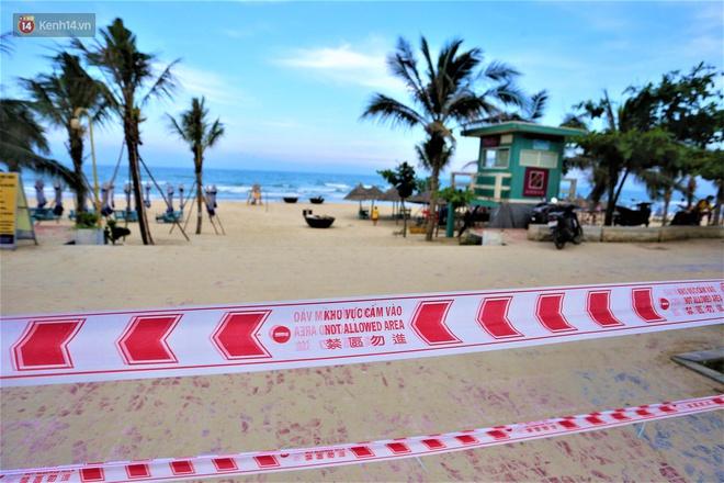 Ảnh: Bãi biển, khu vui chơi ở Đà Nẵng vắng bóng người trong ngày đầu siết chặt các biện pháp phòng, chống Covid-19 - ảnh 8