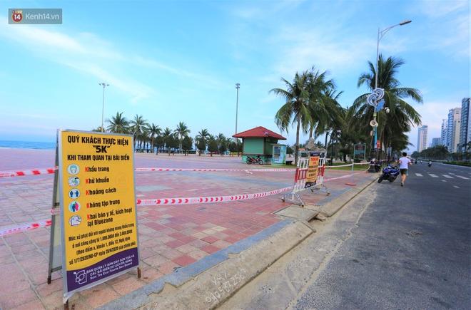 Ảnh: Bãi biển, khu vui chơi ở Đà Nẵng vắng bóng người trong ngày đầu siết chặt các biện pháp phòng, chống Covid-19 - ảnh 6