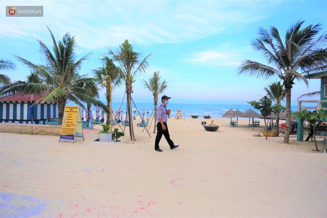 Ảnh: Bãi biển, khu vui chơi ở Đà Nẵng vắng bóng người trong ngày đầu siết chặt các biện pháp phòng, chống Covid-19 - ảnh 5
