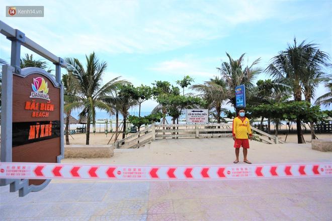 Ảnh: Bãi biển, khu vui chơi ở Đà Nẵng vắng bóng người trong ngày đầu siết chặt các biện pháp phòng, chống Covid-19 - ảnh 3