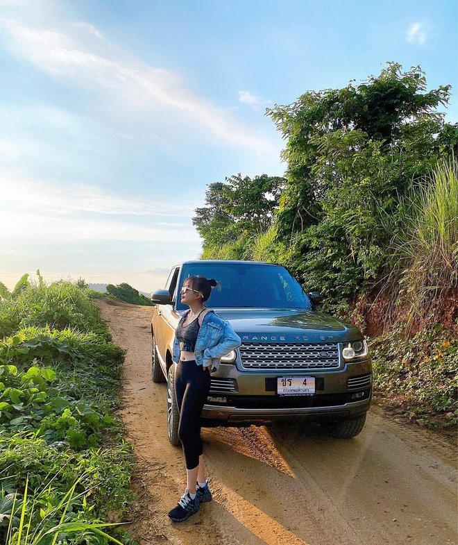 Gái đẹp lấy đại gia Thái Lan lại khoe chồng chiều, nhưng lần này dàn xe sang lấp ló mới là thứ giật spotlight - ảnh 6