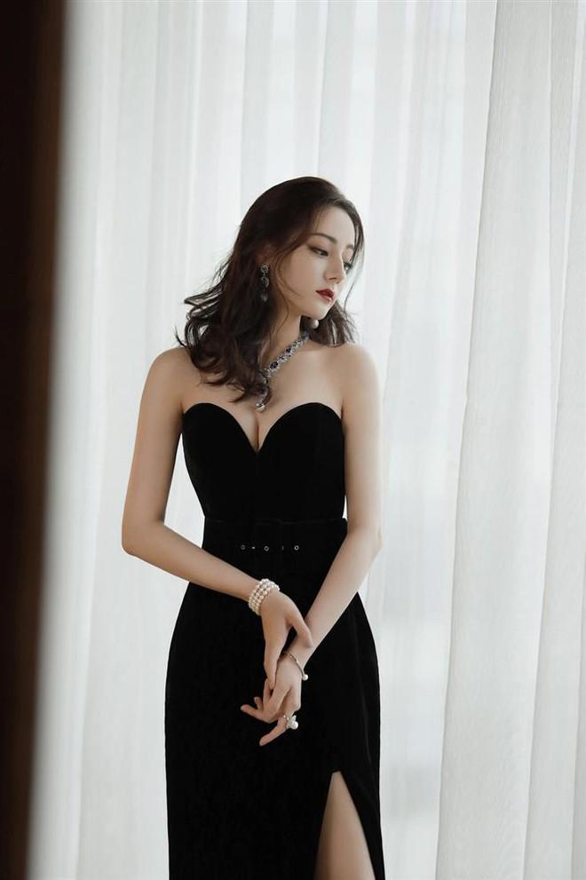 Lộ ảnh Địch Lệ Nhiệt Ba gầy trơ xương ở phim mới, netizen lo lắng ép cân quá đà - ảnh 4