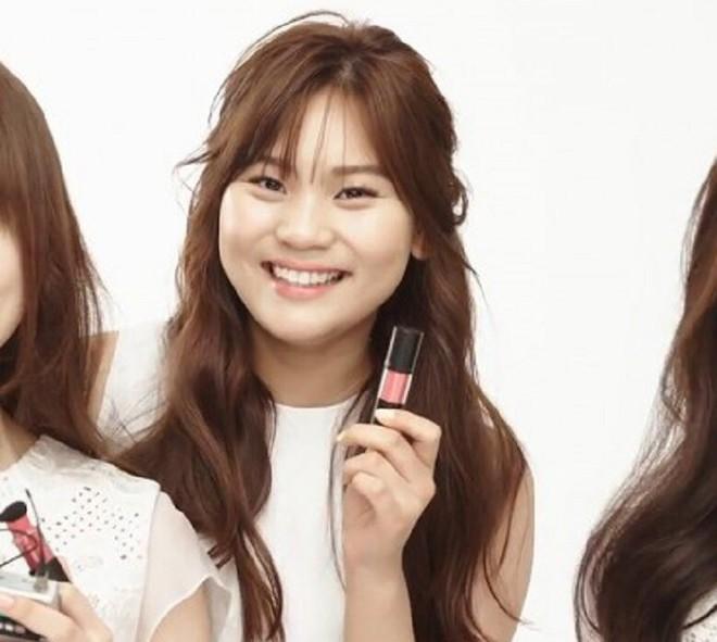 Nữ idol từng bị chê xấu nhất lịch sử Kpop nay đã thăng hạng visual ngoạn mục chỉ nhờ... đổi dáng lông mày - ảnh 2