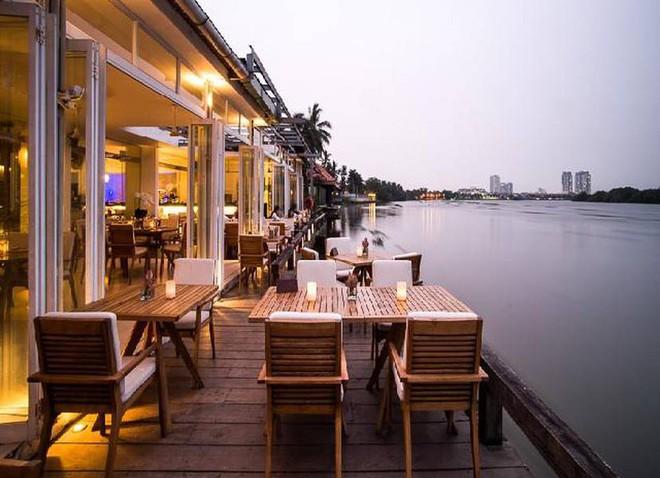 Bị tố gây khó dễ và phân biệt đối xử với khách Việt, nhà hàng ven sông nổi tiếng Sài Gòn nói gì? - Ảnh 3.