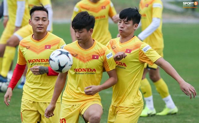 Tuyển Việt Nam công bố danh sách 35 cầu thủ chuẩn bị vòng loại World Cup 2022: Thủ môn Bùi Tiến Dũng vắng mặt - ảnh 1