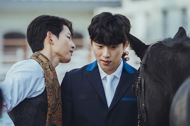 song-joong-ki-and-kim-sung-cheol-1620096451442352672437.jpg