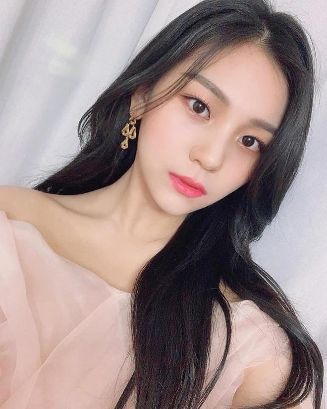 Nữ idol từng bị chê xấu nhất lịch sử Kpop nay đã thăng hạng visual ngoạn mục chỉ nhờ... đổi dáng lông mày - ảnh 4