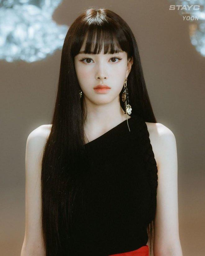 Năm 2004 diệu kỳ đánh dấu loạt visual thế hệ mới ra đời: Center Gen Z xinh như búp bê, nữ idol giống Yoona - Suzy gây sốt MXH - ảnh 9