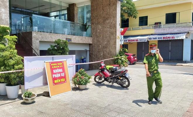 Đà Nẵng: Nữ nhân viên khu vực massage khách sạn Phú An dương tính lần 1 với SARS-CoV-2, khẩn trương truy vết người tiếp xúc - Ảnh 2.
